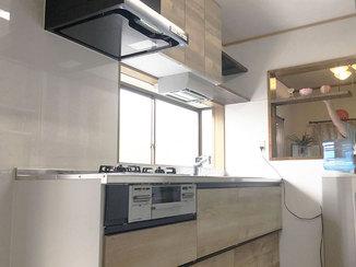 キッチンリフォーム 数種類の収納を使い分けられる、使い勝手のいいキッチン