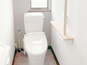トイレリフォームメンテナンスのしやすさを考えた、シックで落ち着いた雰囲気のトイレ