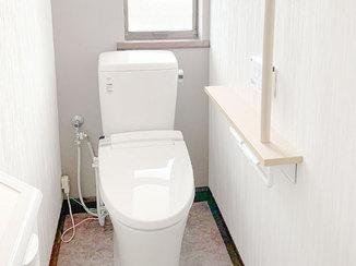 トイレリフォーム メンテナンスのしやすさを考えた、シックで落ち着いた雰囲気のトイレ